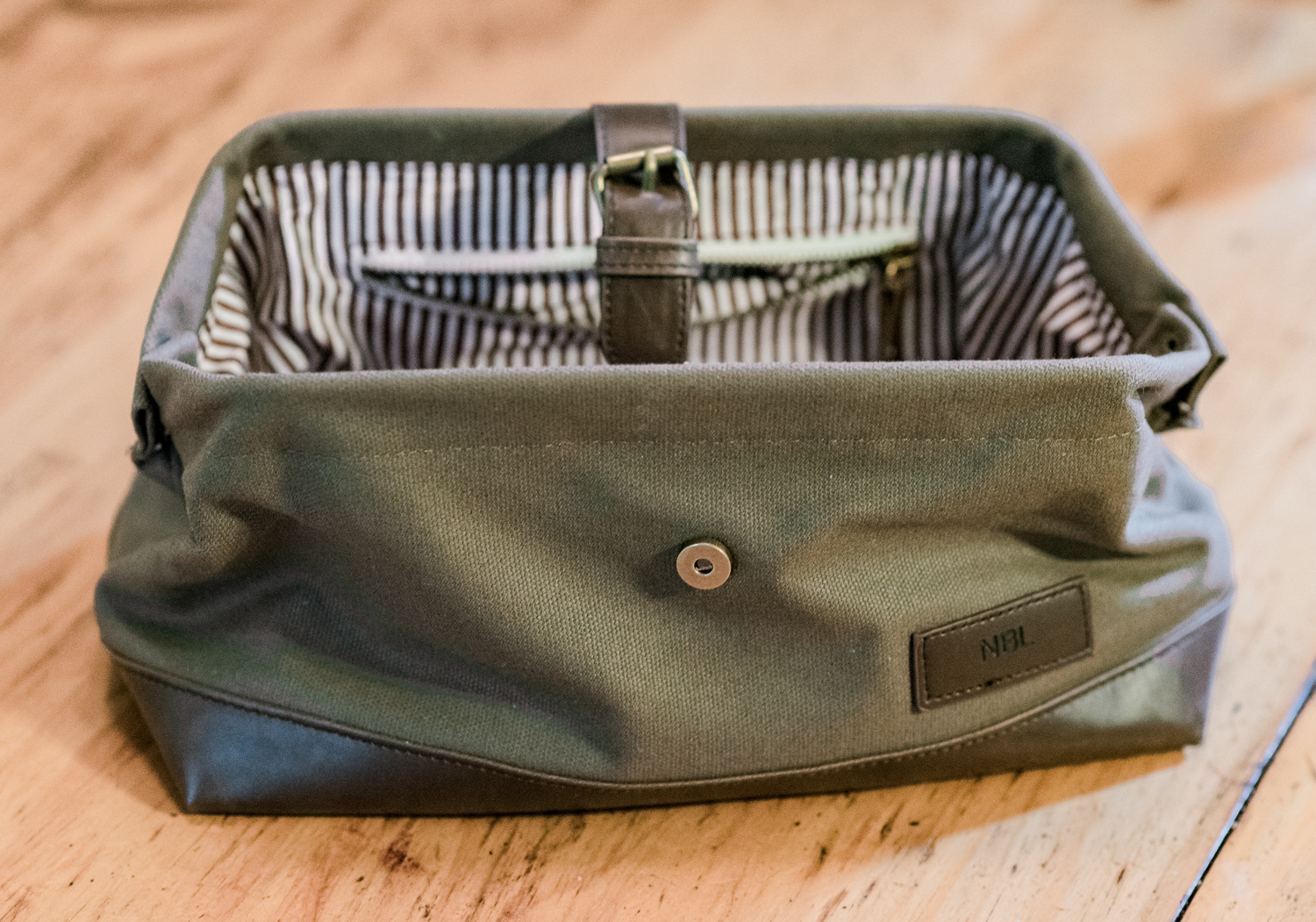 groomsday gifts for wedding party melissa brewer photography sc wedding photographer monogrammed dopp kit groomsmen gifts